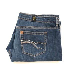 AURA FROM THE WOMEN AT WRANGLER Denim Jeans W16